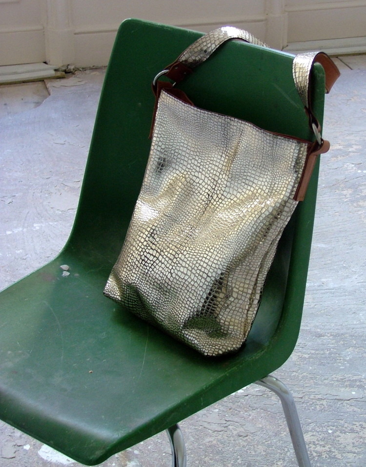 zilver leather bag
