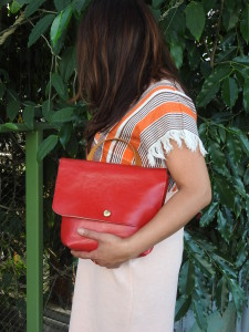 Red shoulder bag with an extra short strap